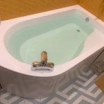 Сантехническая ванна 1815х985 мм, на металлическом каркасе, с съёмным экраном.